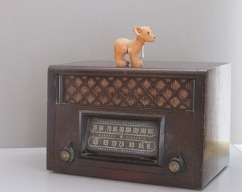 antique radio -General Electric -  solid wood cabinet