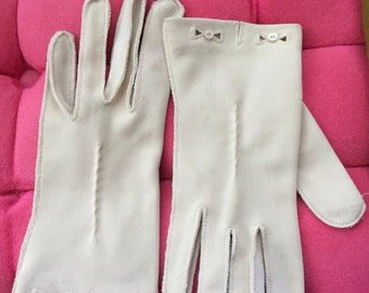 Vintage 1960s Bow Cutout Gloves by Lady Gay - xs