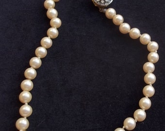 MIRIAM HASKELL Vintage Necklace Classic Creamy Glass Pearls & Ice Rhinestone Flower Clasp
