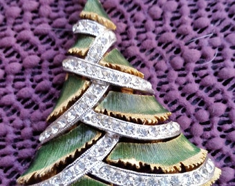 This is a fabulous Christmas tree pin / brooch  1960'S SIGNED J.J.