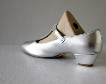 80s vintage silver metallic shoes / shiny leather, pumps, straps, heel, mary janes, size 6.5