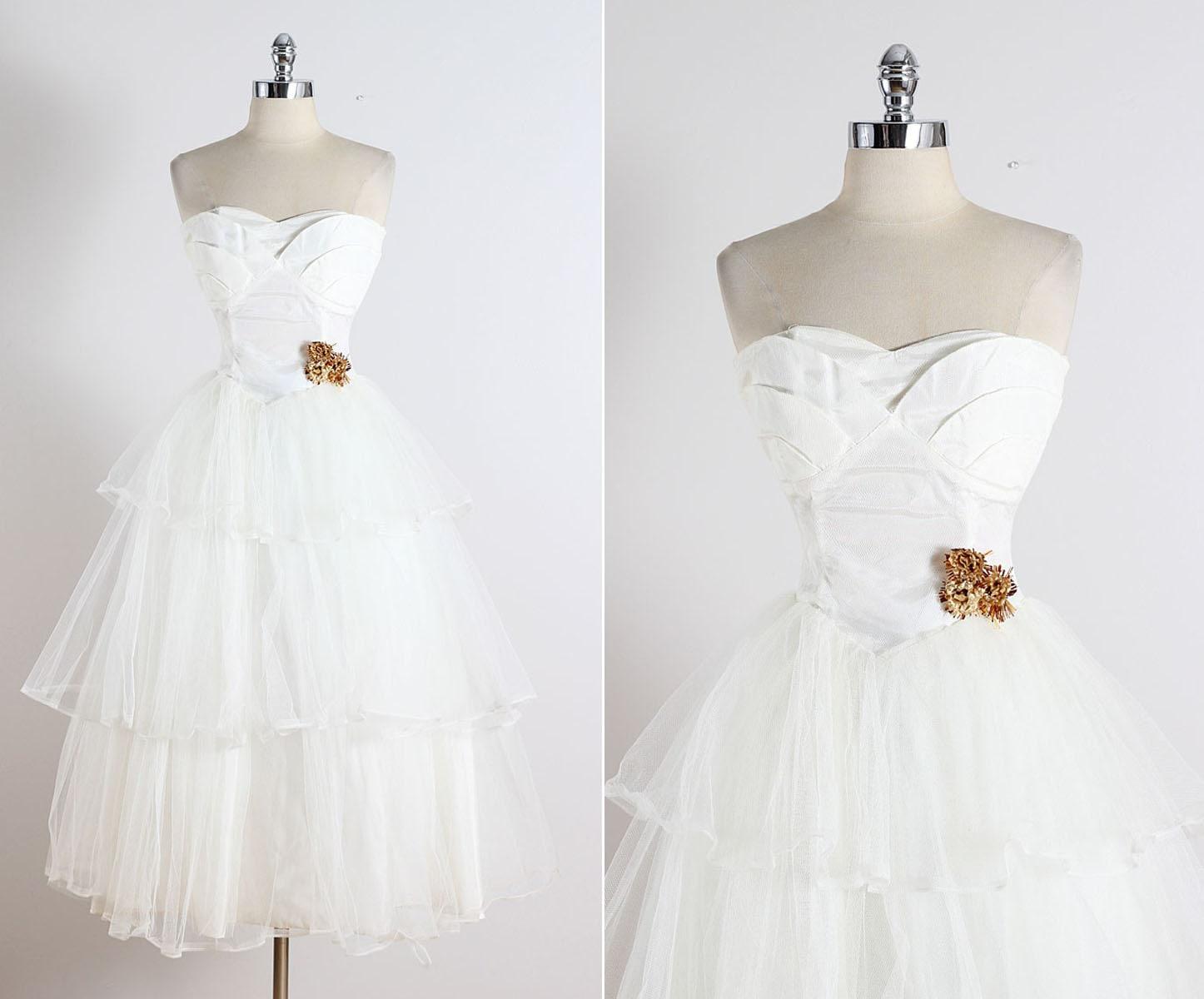 Sweet Dreams . Vintage 1950s Dress . 50s Wedding Dress . 5347