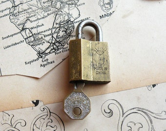Vintage Chinese  Working Padlock -  Old Padlock  (N-74)