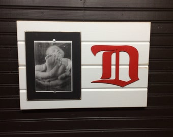 "Detroit Red Wings picture frame holds 1-5""x7"" photo"