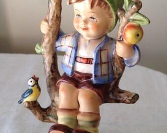 Boy in Apple Tree 142/I Hummel