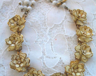 Vintage Light Weight Celluloid Plastic Flower Necklace ~ Off White Flowers with Rhinestones........