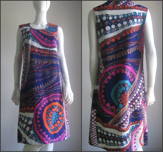 SALE VTG 70s groovy psychedelic dress