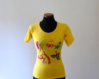 40% OFF SALE // Vintage 1970s top. Mexican embroidered shirt. yellow boho T-shirt. hippie ethnic top