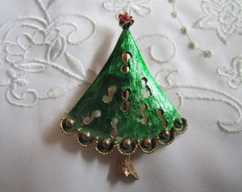 Vintage Green Christmas Tree Brooch with Red Star and Gold Tone Balls