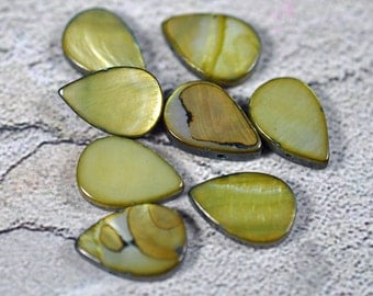 Green dyed teardrop shell, side drilled, 8mm, #448