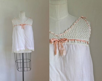vintage 1920s camisole / PINK POSIES crochet cotton top / XS