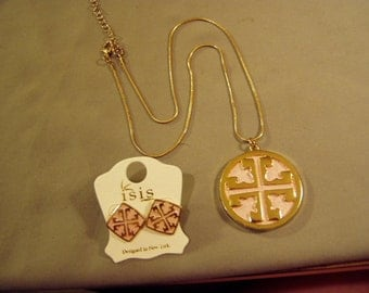 Vintage 1980s Pendant Necklace & Pierced Earring Set Yellow Gold Tone With Pink Leather 8686