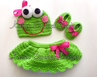 Newborn Girl Frog Froggie Crocheted Baby Skirt Diaper Cover Set / Bright Green  / Diaper Cover Skirt / Hat / Booties READY TO SHIP