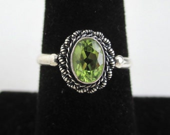 925 Sterling Silver & Green / Yellow Stone Ring - Vintage, Size 7