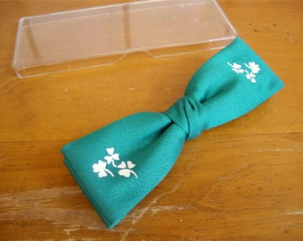 Vintage Saint Patricks Day Bow Tie Green with Clovers