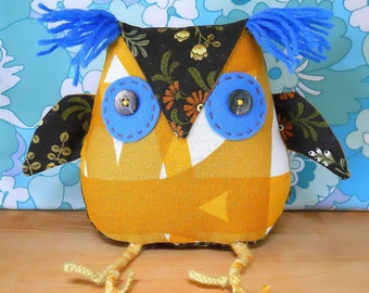 A cute Owl ? a  Retro Owl ? ON SALE  Owl in 60s Scandi BORAS Vintage Fabric