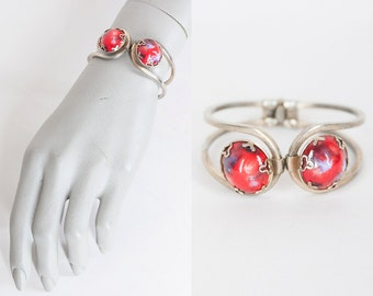 Vintage 60s Bracelet / 1960s Gold Tone Clamper with Red Marble Glass Cabochons