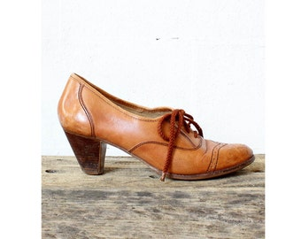 70s Heeled Oxfords 9 • Tan Lace Up Booties • Wooden Heel Shoes   SH203