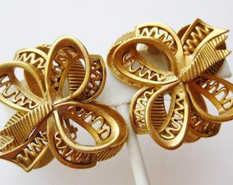 Vintage 80s Oscar de la Renta Gold Designer Ribbon Bow Clip Earrings
