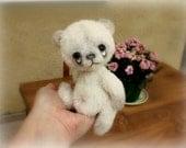 un patron pour créer un petit ourson blanc