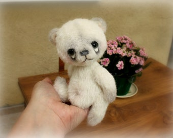 A sweet artist bear cub pattern download