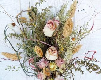 Dried Flower Bouquet Floral Arrangement Medium Size Straw Flowers Rose Wildflowers Antique Lace Sweet Annie Pepper Grass