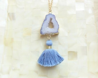 Gold Edge White Agate Druzy Geode Slice Connector and Periwinkle Cotton Tassel on Gold Chain Necklace (N1745)