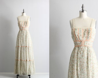 Vintage Maxi Dress . Boho Chic 60s 70s Dress . Floral Dress