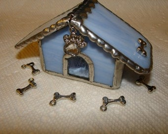 Dog House Keepsake Box in Stained Glass with hindged roof