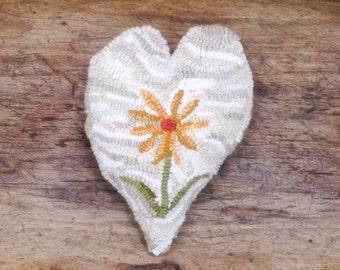Primitive Hooked Rug Heart Daisy Sachet Bowl Filler