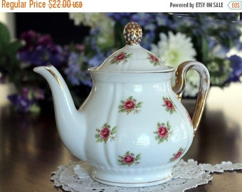 Darling Rosebud Chintz Teapot, Vintage Tea Pot, Unmarked, Much Loved 13458