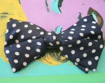 1960s 1970s POLKA DOT Blue Bow Tie....retro. tie. mens. neck wear. dapper. classic. bow. rat pack. vintage tie. blue bow tie. navy. nautical