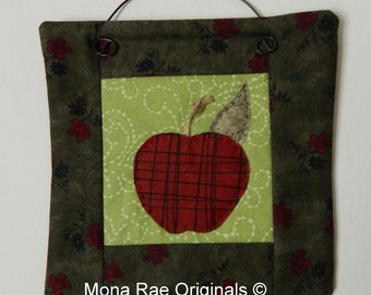 Apple Mini Quilt ~ 6 Inches~ Teacher Gift