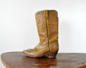 Western Boots // Leather Cowgirl Distressed Cowboy Style Boots  // Size US 8 EU 41