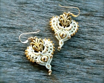 macrame earrings, white and gold, bridal earrings, danglel earrings, ethnic earrings, teardrop earrings, drop earrings, wedding earrings