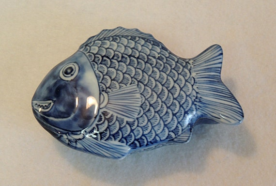 Vintage hand painted blue white porcelain fish shaped for Fish shaped bowl