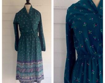 Vintage 1970s TEAL Floral Dress w Retro Print Detail