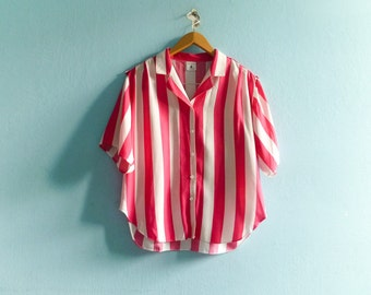 Vintage striped shirt blouse / wide stripes vertical / white pink bright / crop cropped / short sleeves / buttoned / slouchy loose / medium