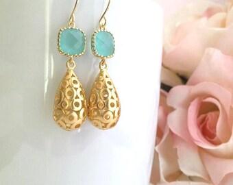 Gold Mint Earrings. Bridesmaid Earrings. Mint Blue. Gold Drop Earrings. Bridesmaid Gift. Wedding Earrings. Bridal Earrings. Bridal Jewelry.