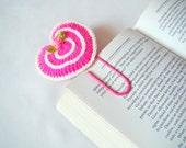 Crochet heart bookmark office gift ideas crochet heart small gift ideas small birthday gift ideas teacher gift ideas paper clip pink heart
