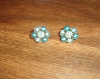 vintage clip on earrings blue lucite bead clusters