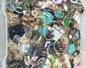 JEWELRY LOT  - beads - jewelry parts - craft lot No.0010