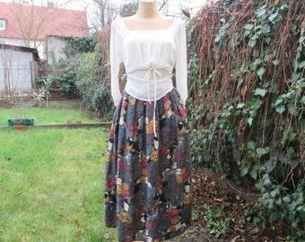 Full Skirt Vintage / Viscose / Lining / Side Pockets / Size on Tag UK18 / US14 / Elastic Waist on Back / Made in West Germany