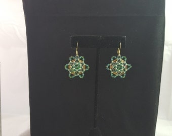 Emerald and golden star earrings.