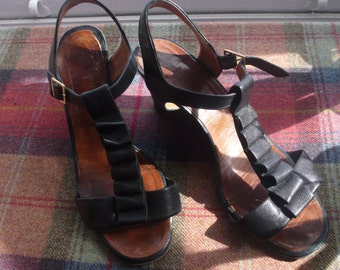 Chie Mihara black leather wedge sandals uk size 7, eu 40
