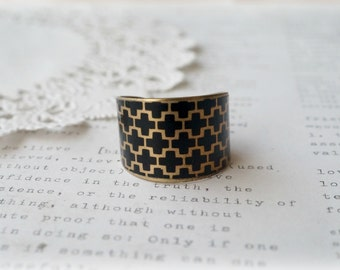 Brass Wide Floral Print Ring