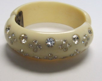 Vintage Weiss Cream Celluloid Rhinestone Clamper Bracelet