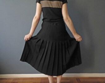 70s 80s Black Pleated Skirt Wool Crepe Size Medium Sunray Knife Pleated Sportscraft