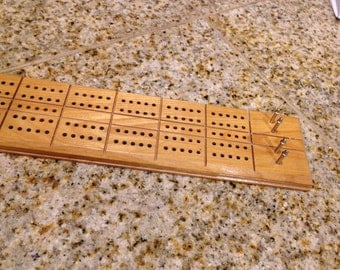 Milton bradley Natural finish cribbage board with 4 metal pegs complete