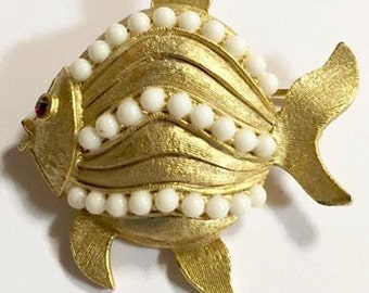 Vintage Weiss Gold Tone Fish Figural Brooch